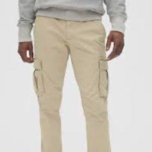 Gap Men's Loose-Fitting Cargo Pants- Khaki Size S